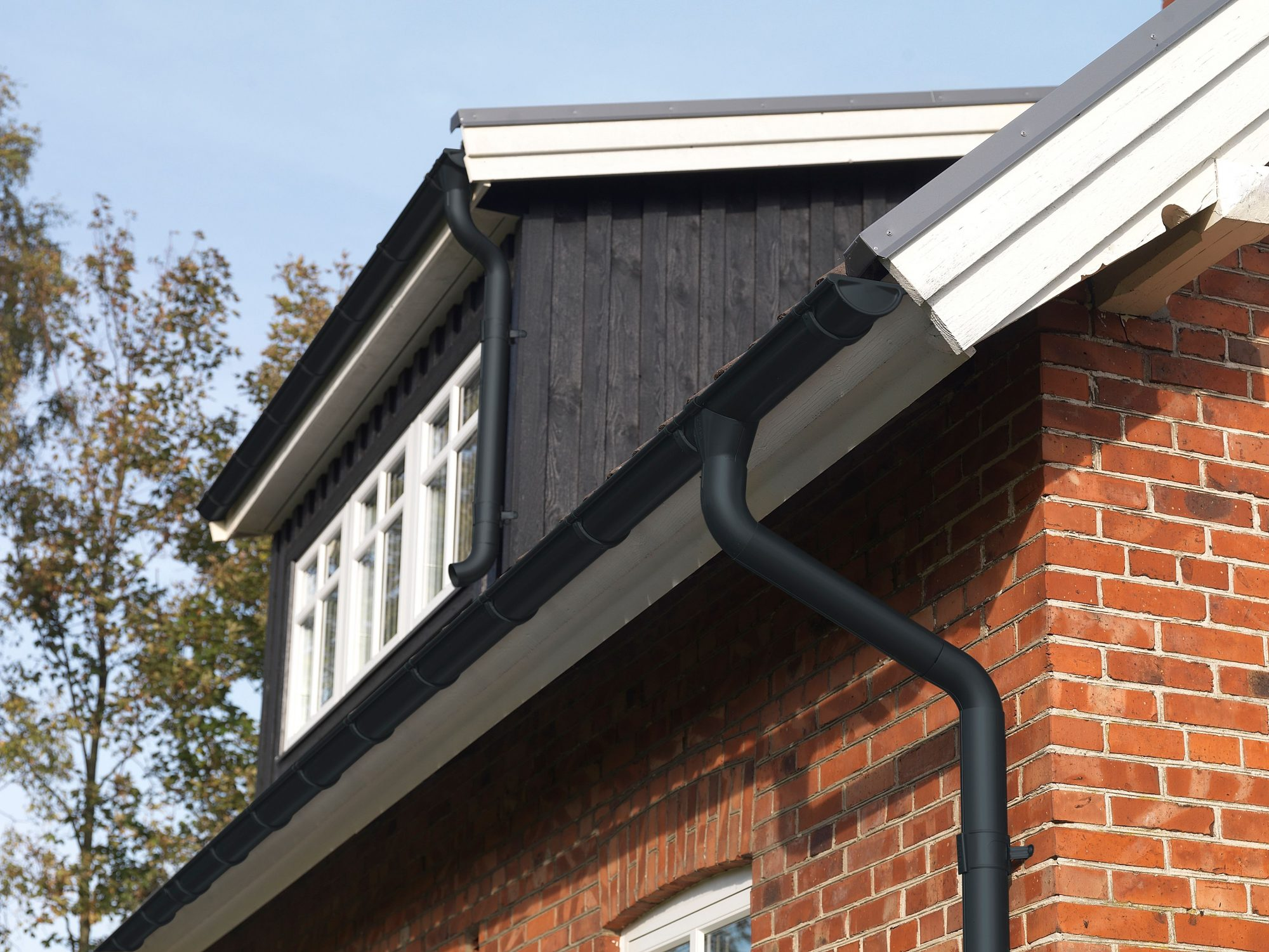 Anthracite Grey Lindab Gutter(7016) 4