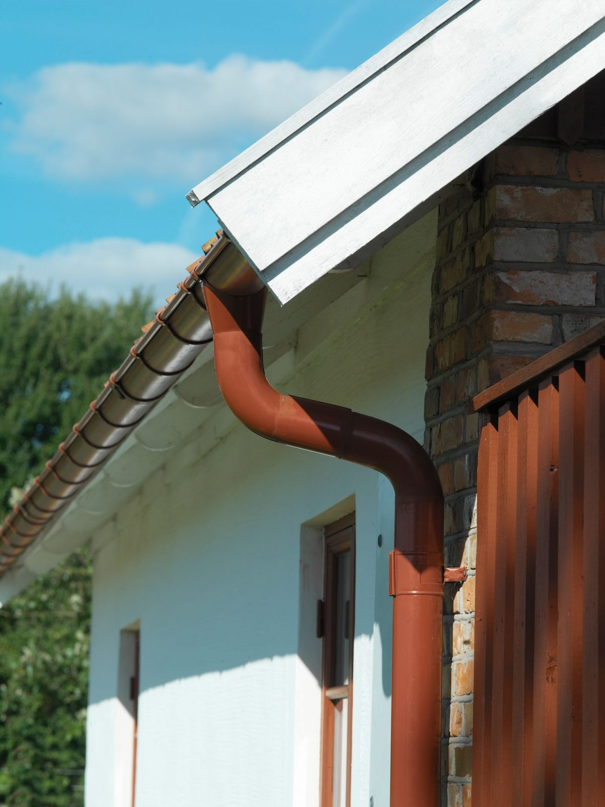 Tile Red Lindab Guttering 1