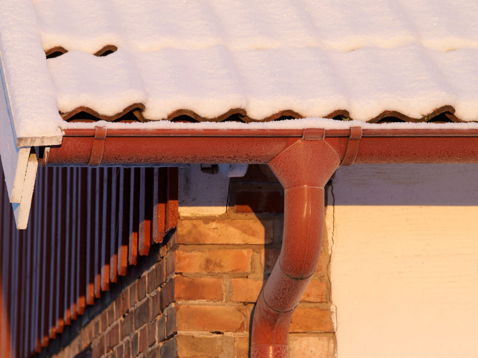Tile Red Lindab Guttering 3